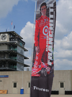 Dario Franchitti, Target Chip Ganassi Racing has his banner outside his garage