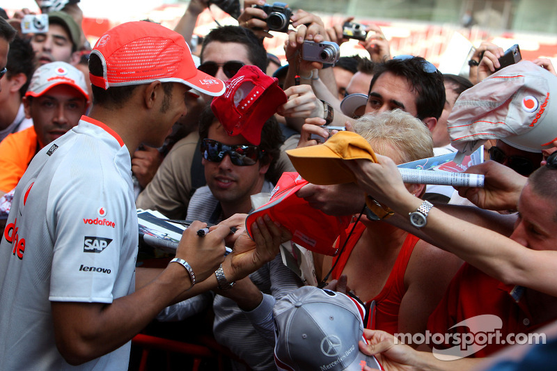 Lewis Hamilton, McLaren Mercedes Jenson Button, Brawn GP signing autography for the fans