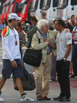 Adrian Sutil, Force India F1 Team with his father father Jorge and Lewis Hamilton, McLaren Mercedes