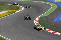 Nelson A. Piquet, Renault F1 Team leads Lewis Hamilton, McLaren Mercedes