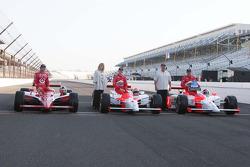 Dario Franchitti, Target Chip Ganassi Racing, Ryan Brisoce, Team Penske, Helio Castroneves, Team Penske