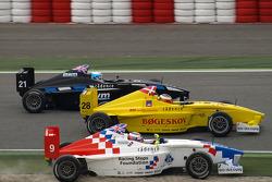 Jack Harvey, Fortec Motorsport essaie un dépassement par l'extérieur