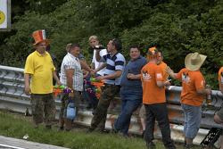 Fans wait for the car parade at Brünnchen