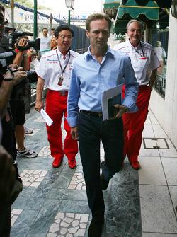 Christian Horner, Red Bull Racing gaat naar meeting met Bernie Ecclestone en Max Mosley
