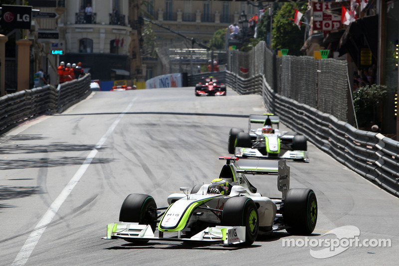 Jenson Button, Brawn GP leads Rubens Barrichello, Brawn GP