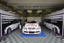 Pit of Andy Priaulx, BMW Team UK