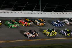 Kyle Busch, Joe Gibbs Racing Toyota, Tony Stewart, Stewart-Haas Racing Chevrolet run side by side