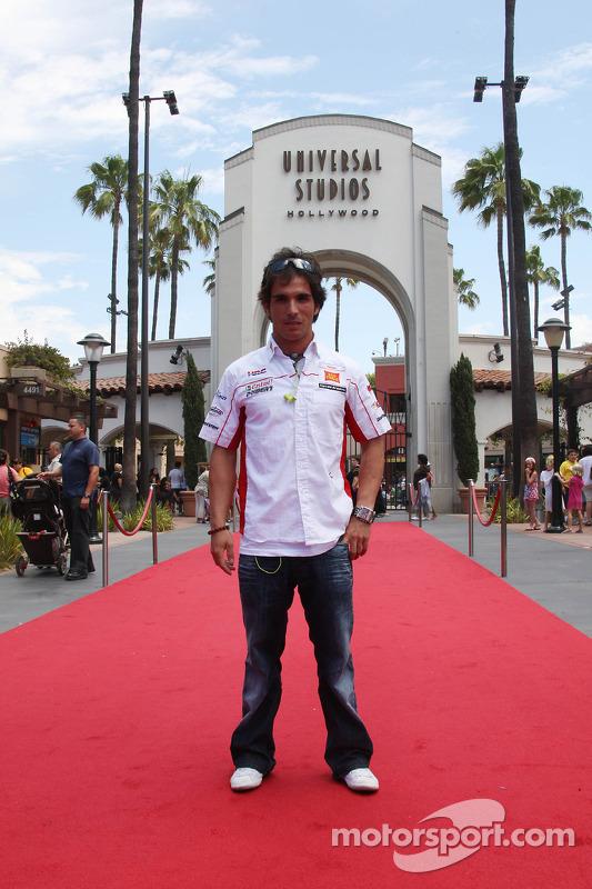 Toni Elias, San Carlo Honda Gresini, visita los estudios Universal