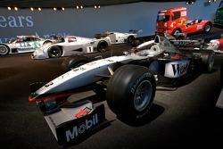 Silberpfeil: 1998 McLaren-Mercedes MP4-13 Formula One