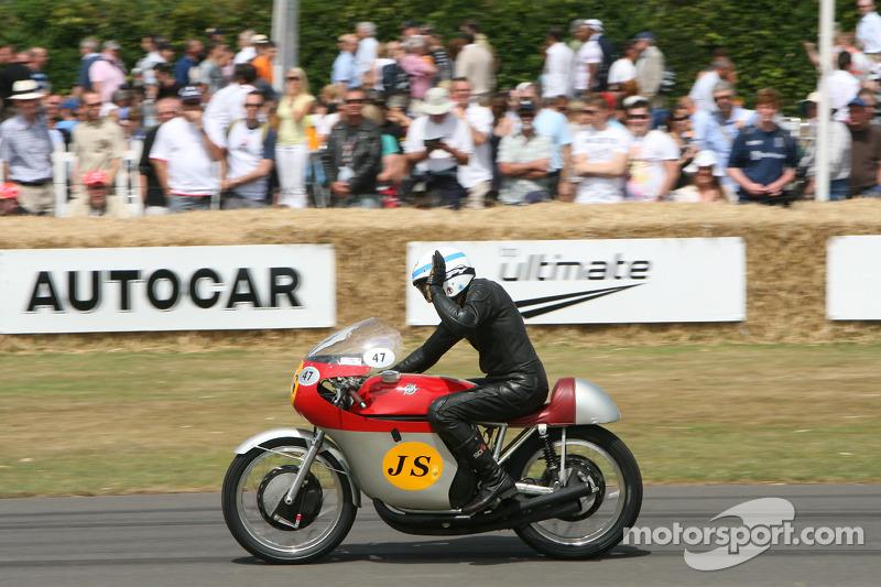 На чемпионской MV Agusta 500 1960 года, Гудвуд-2009