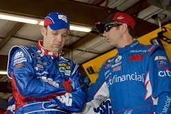 Matt Kenseth, Roush Fenway Racing Ford and Greg Biffle, Roush Fenway Racing Ford
