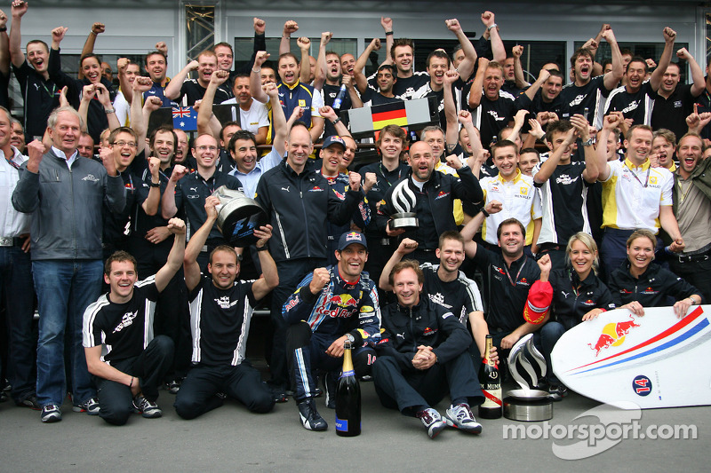 Race winner Mark Webber, Red Bull Racing celebrates with his team and Sebastian Vettel, Red Bull Racing celebrate with the team