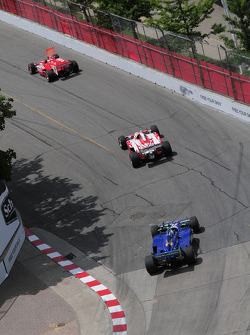 Scott Dixon, Target Chip Ganassi Racing leads Mike Conway, Dreyer & Reinbold and Paul Tracy, KV Racing Technology