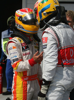 Pole winner Fernando Alonso, Renault F1 Team tries to figure the final qualifying order with Lewis Hamilton, McLaren Mercedes