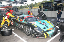 Pit stop for #33 Vitaphone Racing Team DHL Maserati MC 12: Alessandro Pier Guidi, Stéphane Lemeret,