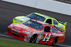 Tony Stewart, Stewart-Haas Racing Chevrolet, Paul Menard, Yates Racing Ford