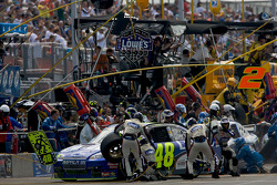 Pit stop for Jimmie Johnson, Hendrick Motorsports Chevrolet