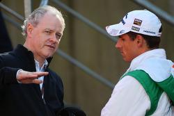Джон Ховетт, президент TMG, Toyota F1 Team и Адриан Сутиль, Force India F1 Team