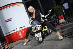 Une charmante jeune femme de LCR Honda MotoGP