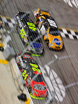 Jeff Gordon, Hendrick Motorsports Chevrolet, Jimmie Johnson, Hendrick Motorsports Chevrolet and Kyle Busch, Joe Gibbs Racing Toyota