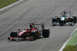 Kimi Raikkonen, Scuderia Ferrari y Adrian Sutil, Force India F1 Team
