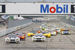 GTLM start: #25 BMW Team RLL, BMW M6 GTLM: Bruno Spengler, Bill Auberlen, Dirk Werner leads