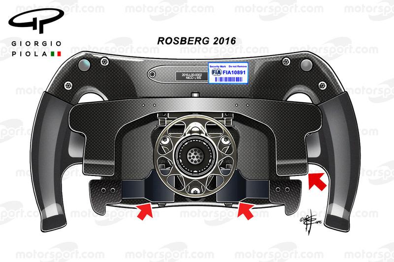 Vista posteriore dello sterzo 2016 di Nico Rosberg. Configurazione simile al 2015, con bilanciere unico per il cambio e doppio paddle per la frizione