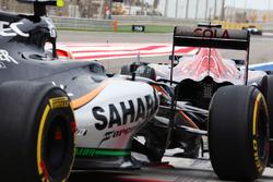 Макс Ферстаппен, Scuderia Toro Rosso STR11 и Альфонсо Селис мл., Sahara Force India F1 VJM09