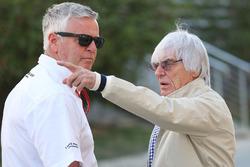 Bernie Ecclestone und Derek Warwick