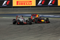 Romain Grosjean, Haas F1 Team VF-16 y Daniil Kvyat, Red Bull Racing RB12