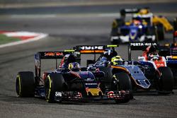 Carlos Sainz Jr., Scuderia Toro Rosso STR11 and Sergio Perez, Sahara Force India F1 VJM09