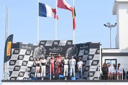Podium Hauptrennen: 1. Laurens Vanthoor, Frederic Vervisch, Audi R8 LMS, Belgian Audi Club Team WRT; 2. Maximilian Buhk, Dominik Baumann, Mercedes-AMG GT3, HTP Motorsport; 3. Philipp Eng, Alexander Sims, BMW M6 GT3, Rowe Racing