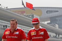 كيمي رايكونن، فيراري مع دايف غرينوود، مهندس السباق في فريق فيراري