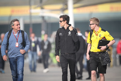 Carlos Sainz with Jolyon Palmer, Renault Sport F1 Team and Kevin Magnussen, Renault Sport F1 Team