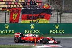 Sebastian Vettel, Ferrari SF16-H passes fans