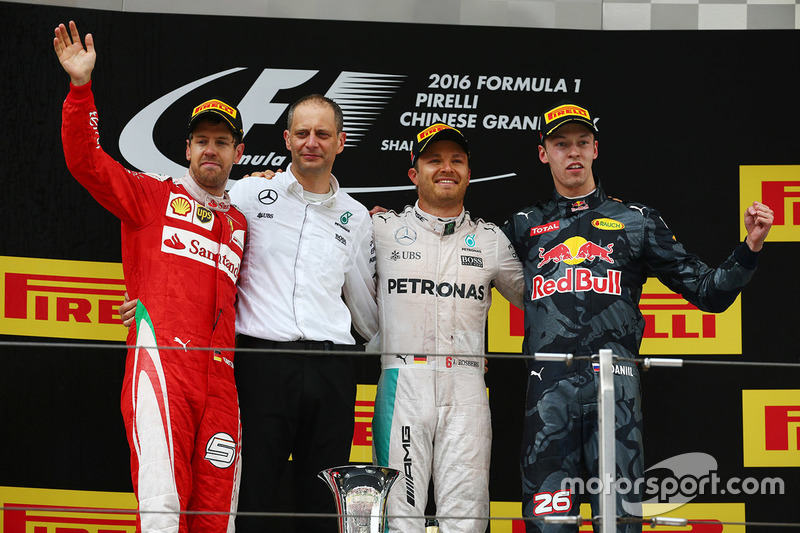 Podio: Ganador Nico Rosberg, Mercedes AMG F1 Team, segundo lugar Sebastian Vettel, Ferrari,tercer lugar Daniil Kvyat, Red Bull Racing
