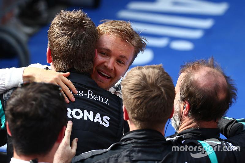 Ganador Nico Rosberg, Mercedes AMG F1 Team en  parc ferme