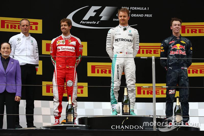 Podio: Nico Rosberg, Mercedes AMG F1 Team, ganador; el segundo lugar Sebastian Vettel, Ferrari, tercero Daniil Kvyat, Red Bull Racing