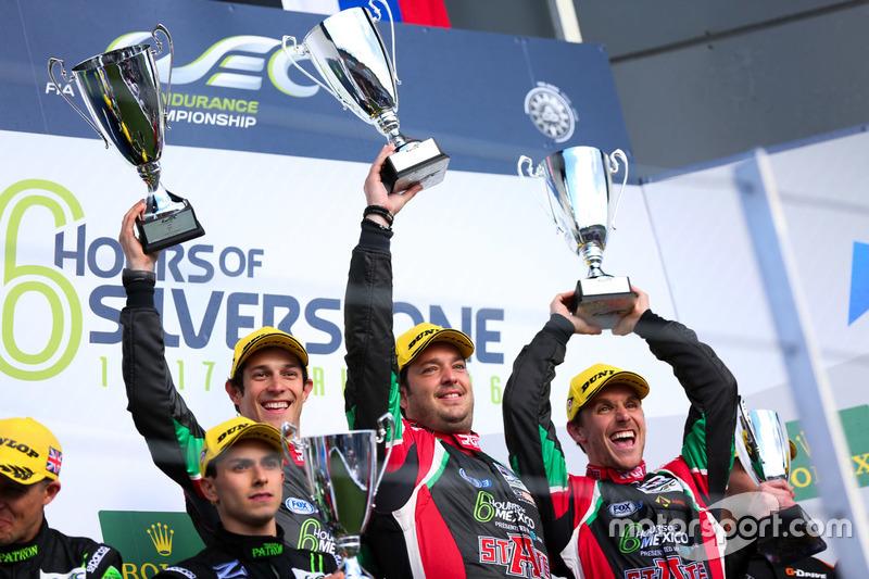 Bruno Senna, Ricardo González y Filipe Albuquerque celebran la victoria en las 6 horas de Silverstone