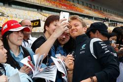 Nico Rosberg, Mercedes AMG F1 Team, mit Fans
