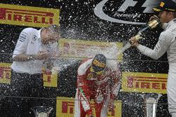 Подиум: победитель - Нико Росберг, Mercedes AMG F1 Team, второе место - Себастьян Феттель, Ferrari