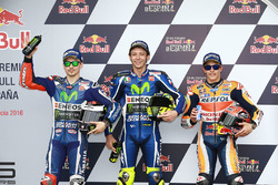 Polesitter Valentino Rossi, Yamaha Factory Racing, 2e plaats Jorge Lorenzo, Yamaha Factory Racing, derde plaats Marc Marquez, Repsol Honda Team