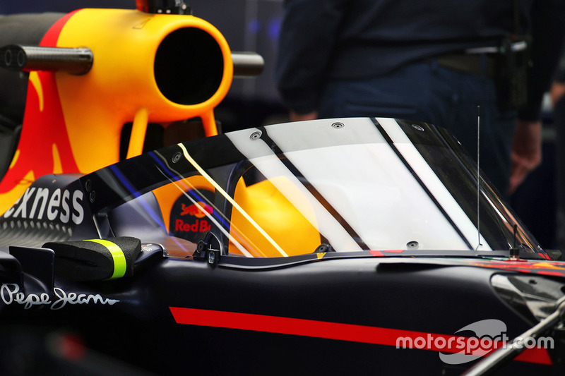 De Red Bull Racing RB12 met Aeroscreen