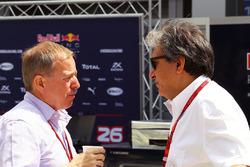 Martin Brundle, Sky Sports Commentator met Pasquale Lattuneddu van de FOM