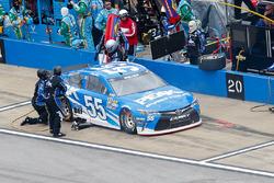 Michael Waltrip, BK Racing Toyota acción en pits