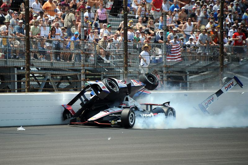 Will Power en Mike Conway crashen