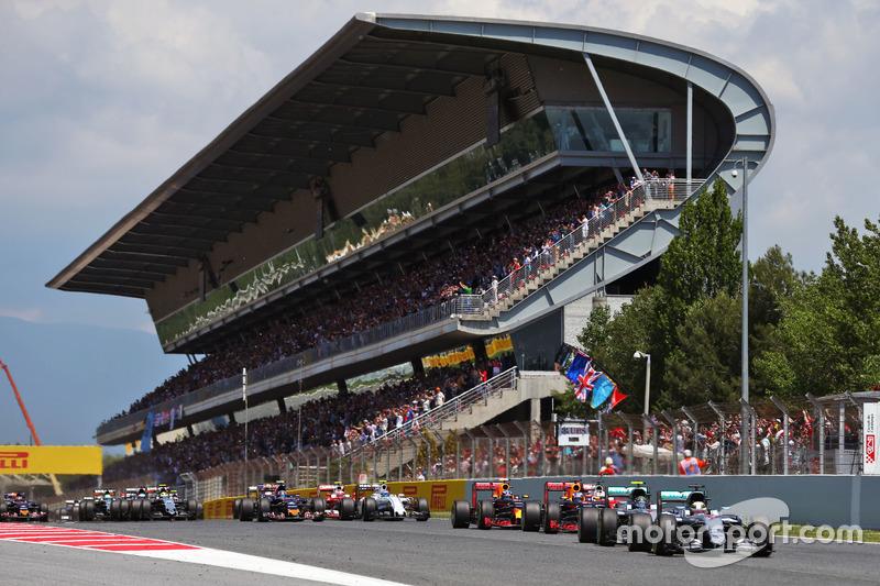 Lewis Hamilton, Mercedes AMG F1 W07 Hybrid lidera a su compañero Nico Rosberg, Mercedes AMG F1 W07 Hybrid en la arrancada