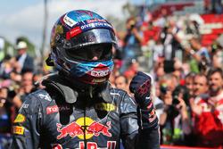 Победитель гонки - Макс Ферстаппен, Red Bull Racing RB12, Red Bull Racing празднует в закрытом парке