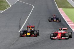 Daniel Ricciardo, Red Bull Racing and Sebastian Vettel, Scuderia Ferrari