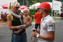 Gwen Stefani, singer and her child Zuma, meeting Heikki Kovalainen, McLaren Mercedes